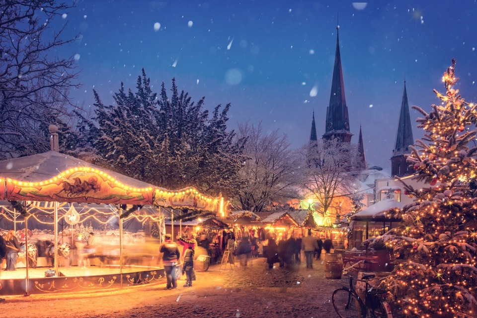 An image of a Christmas market in snowy weather.